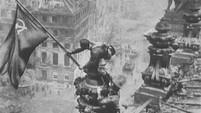 1945 - Die rote Fahne auf dem Reichstag